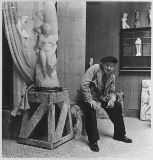 De beroemde Arnhemse beeldhouwer Gijs Jacobs van den Hof