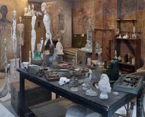 Nagebouwd atelier Giacomett, tijdgenoot van de Nederlandse beeldhouwer Gijs Jacobs van den Hof